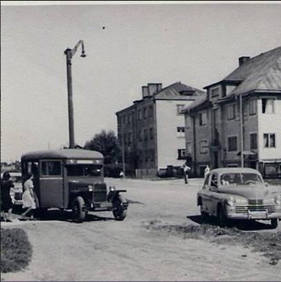 Vaade Ristiku tänavalt koolimaja juurest Orase tänava nurgale 1950. aastatel.