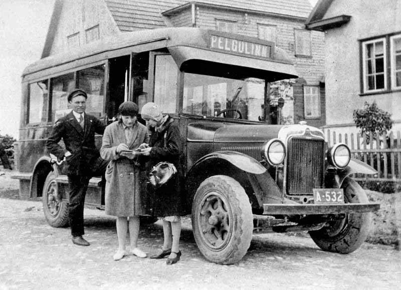 Linnaliinibuss Õle tänava lõpus 1920. aastate teises pooles.
