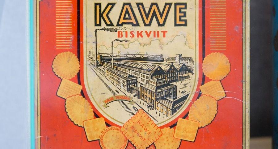 Šokolaadivabrik Kawe biskviidikarp 1930. aastate lõpust. Reklaampildil näha Volta hooned, kus tehas toona tegutses.